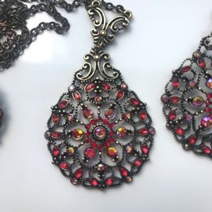 Beautiful Vintage Looking Necklace and Earring Set